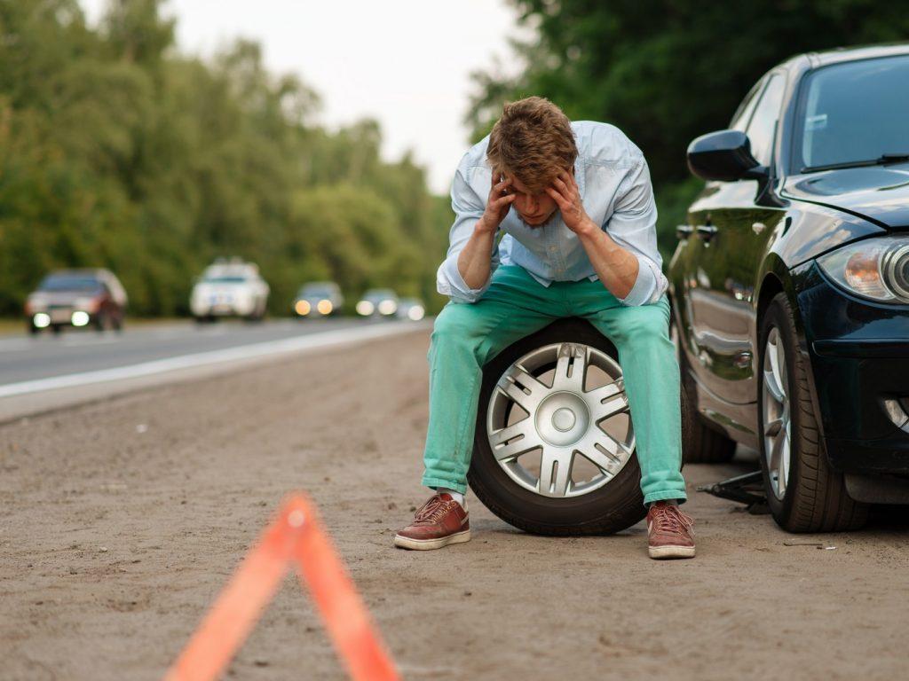 Pomoc drogowa może być cenna w najbardziej niespodziewanej sytuacji. Należy pamiętać, by nie tracić w takiej sytuacji spokoju - jedynie chłodne podejście pozwoli szybko rozwiązać problem na drodze